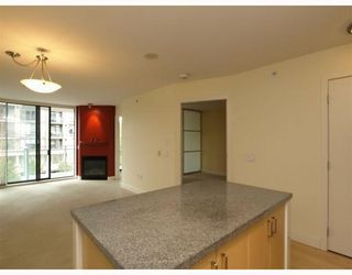 Photo 4: 404 175 West 1st Street in North Vancouver: Lower Lonsdale Condo for sale : MLS®# V790395