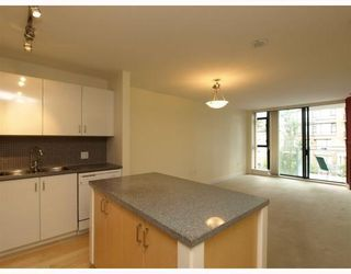 Photo 2: 404 175 West 1st Street in North Vancouver: Lower Lonsdale Condo for sale : MLS®# V790395