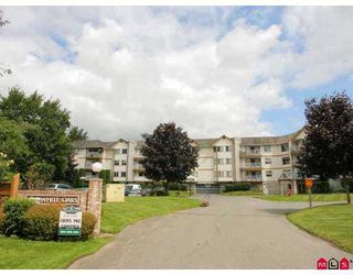 "Photo 1: 115 5710 201ST Street in Langley: Langley City Condo for sale in ""WHITE OAKS"" : MLS®# F2722250"