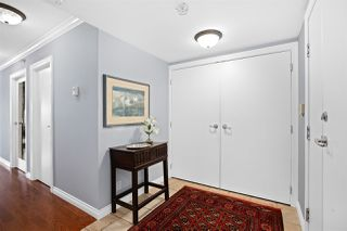 """Photo 4: 2002 1199 MARINASIDE Crescent in Vancouver: Yaletown Condo for sale in """"The Aquarius"""" (Vancouver West)  : MLS®# R2429674"""