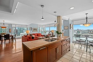 """Photo 9: 2002 1199 MARINASIDE Crescent in Vancouver: Yaletown Condo for sale in """"The Aquarius"""" (Vancouver West)  : MLS®# R2429674"""