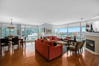 """Photo 5: 2002 1199 MARINASIDE Crescent in Vancouver: Yaletown Condo for sale in """"The Aquarius"""" (Vancouver West)  : MLS®# R2429674"""
