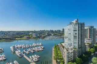 """Photo 2: 2002 1199 MARINASIDE Crescent in Vancouver: Yaletown Condo for sale in """"The Aquarius"""" (Vancouver West)  : MLS®# R2429674"""