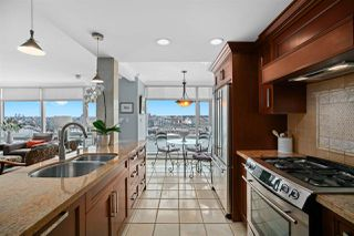 """Photo 10: 2002 1199 MARINASIDE Crescent in Vancouver: Yaletown Condo for sale in """"The Aquarius"""" (Vancouver West)  : MLS®# R2429674"""