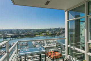 """Photo 3: 2002 1199 MARINASIDE Crescent in Vancouver: Yaletown Condo for sale in """"The Aquarius"""" (Vancouver West)  : MLS®# R2429674"""