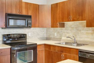 Photo 3: 38 3010 33 Avenue NW in Edmonton: Zone 30 Townhouse for sale : MLS®# E4221354
