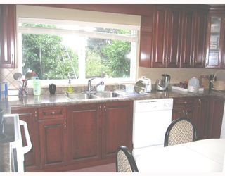 Photo 8: 930 1ST Street in New_Westminster: GlenBrooke North House for sale (New Westminster)  : MLS®# V682523