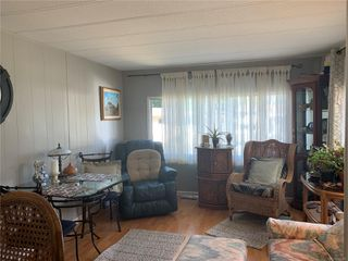 Photo 3: 2 882 Wembley Rd in : PQ Parksville Manufactured Home for sale (Parksville/Qualicum)  : MLS®# 852167