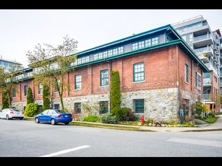 """Photo 2: 13 280 E 6TH Avenue in Vancouver: Mount Pleasant VE Condo for sale in """"Brewery Creek"""" (Vancouver East)  : MLS®# R2496953"""