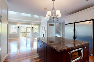 Photo 6: 3156 Woodburn Ave in : OB Henderson House for sale (Oak Bay)  : MLS®# 857911