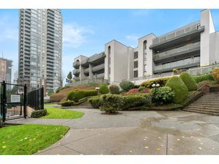 """Photo 1: 402 4941 LOUGHEED Highway in Burnaby: Brentwood Park Condo for sale in """"DOUGLAS VIEW"""" (Burnaby North)  : MLS®# R2520254"""