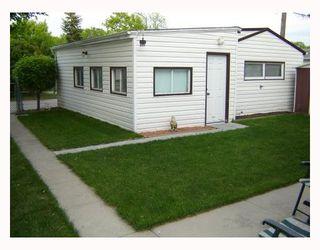 Photo 3: 1207 SPRUCE Street in WINNIPEG: West End / Wolseley Residential for sale (West Winnipeg)  : MLS®# 2810323