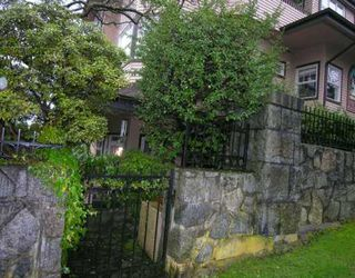"""Photo 1: 1620 BALSAM Street in Vancouver: Kitsilano Condo for sale in """"OLD KITS TOWNHOMES"""" (Vancouver West)  : MLS®# V631463"""