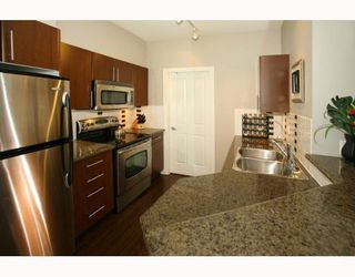 Photo 2: # 112 2478 SHAUGHNESSY ST in Port Coquitlam: Condo for sale : MLS®# V767855