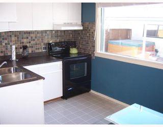 Photo 2: 37 ST DAVID Road in WINNIPEG: St Vital Residential for sale (South East Winnipeg)  : MLS®# 2803814