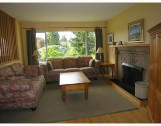 Photo 3: 488 W KINGS Road in North Vancouver: Upper Lonsdale House for sale : MLS®# V711268
