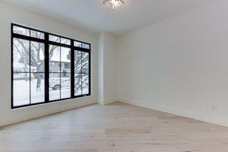 Photo 2: 9342 90 Street in Edmonton: Zone 18 House for sale : MLS®# E4182565