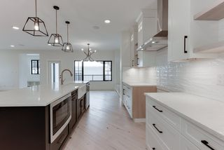 Photo 9: 9342 90 Street in Edmonton: Zone 18 House for sale : MLS®# E4182565