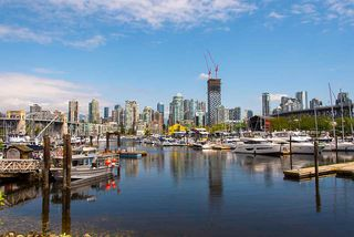 """Photo 5: 503 1470 PENNYFARTHING Drive in Vancouver: False Creek Condo for sale in """"Harbour Cove"""" (Vancouver West)  : MLS®# R2427077"""