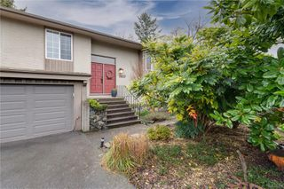 Photo 2: 3637 Bridgeport Pl in : SE Maplewood House for sale (Saanich East)  : MLS®# 862838