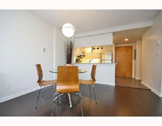 Photo 5: 324 1979 YEW Street in Vancouver: Kitsilano Condo for sale (Vancouver West)  : MLS®# V693764