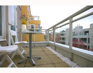 Photo 3: 324 1979 YEW Street in Vancouver: Kitsilano Condo for sale (Vancouver West)  : MLS®# V693764