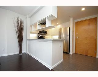 Photo 7: 324 1979 YEW Street in Vancouver: Kitsilano Condo for sale (Vancouver West)  : MLS®# V693764
