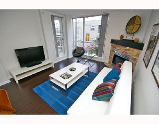 Photo 2: 324 1979 YEW Street in Vancouver: Kitsilano Condo for sale (Vancouver West)  : MLS®# V693764