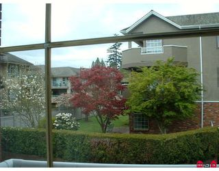 """Photo 5: 204 2229 152ND Street in White_Rock: Sunnyside Park Surrey Condo for sale in """"Semiahmoo Court"""" (South Surrey White Rock)  : MLS®# F2813826"""
