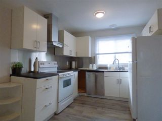 Photo 3: 1032 LAKEWOOD Road N in Edmonton: Zone 29 Townhouse for sale : MLS®# E4176231
