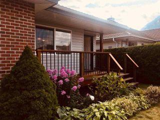 """Photo 3: 1826 WILLOW Crescent in Squamish: Garibaldi Estates House for sale in """"GARIBALDI ESTATES"""" : MLS®# R2485602"""