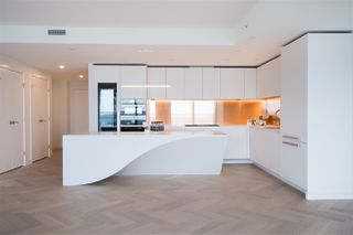 """Photo 10: 5505 1480 HOWE Street in Vancouver: Downtown VW Condo for sale in """"VANCOUVER HOUSE"""" (Vancouver West)  : MLS®# R2526869"""