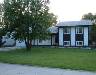 Photo 1: 38 SINNOTT ST in WINNIPEG: Charleswood Residential for sale (West Winnipeg)  : MLS®# 2916839