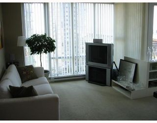 """Photo 2: 1003 550 PACIFIC Street in Vancouver: False Creek North Condo for sale in """"AQUA AT THE PARK"""" (Vancouver West)  : MLS®# V669105"""