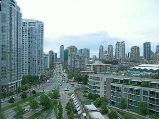 "Photo 4: 1502 1009 EXPO BV in Vancouver: Downtown VW Condo for sale in ""LANDMARK 33"" (Vancouver West)  : MLS®# V594781"