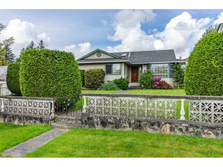 "Photo 2: 6165 192 Street in Surrey: Cloverdale BC House for sale in ""BAKERVIEW HEIGHTS"" (Cloverdale)  : MLS®# R2456052"