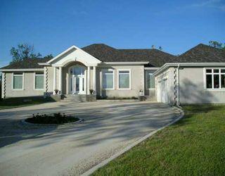 Photo 1: 8 CREEKBEND Close in Winnipeg: Headingley South Single Family Detached for sale (South Winnipeg)  : MLS®# 2604157
