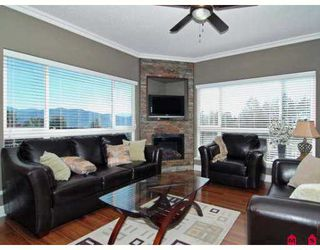 "Photo 2: A124 33755 7TH Avenue in Mission: Mission BC Condo for sale in ""THE MEWS"" : MLS®# F2723108"