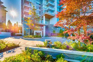 """Photo 2: 306 520 COMO LAKE Avenue in Coquitlam: Coquitlam West Condo for sale in """"The Crown"""" : MLS®# R2413260"""