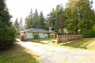 Photo 1: 7783 FAWN Road in Halfmoon Bay: Halfmn Bay Secret Cv Redroofs House for sale (Sunshine Coast)  : MLS®# R2419106