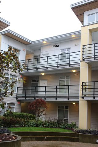 "Photo 2: PH22 5248 GRIMMER Street in Burnaby: Metrotown Condo for sale in ""Metro 1"" (Burnaby South)  : MLS®# R2426751"