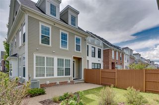 Photo 4: 132 VICTORIA CROSS Boulevard SW in Calgary: Currie Barracks Row/Townhouse for sale : MLS®# C4301242