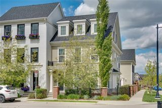 Photo 2: 132 VICTORIA CROSS Boulevard SW in Calgary: Currie Barracks Row/Townhouse for sale : MLS®# C4301242