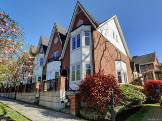 Photo 1: 1 675 Superior St in Victoria: Vi James Bay Row/Townhouse for sale : MLS®# 838032