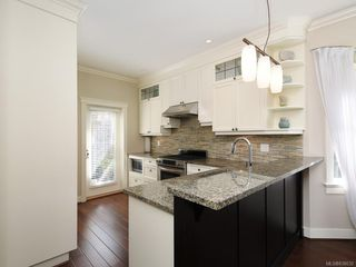 Photo 8: 1 675 Superior St in Victoria: Vi James Bay Row/Townhouse for sale : MLS®# 838032