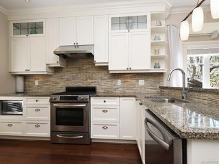 Photo 9: 1 675 Superior St in Victoria: Vi James Bay Row/Townhouse for sale : MLS®# 838032