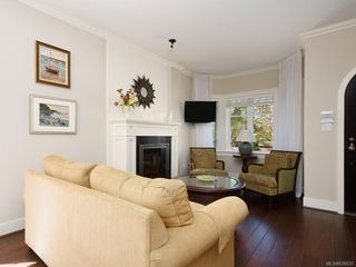 Photo 3: 1 675 Superior St in Victoria: Vi James Bay Row/Townhouse for sale : MLS®# 838032