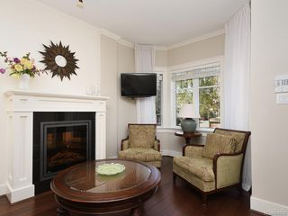Photo 4: 1 675 Superior St in Victoria: Vi James Bay Row/Townhouse for sale : MLS®# 838032