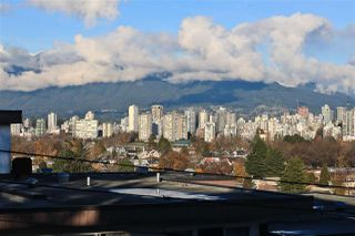 """Photo 3: 315 2175 W 3RD Avenue in Vancouver: Kitsilano Condo for sale in """"THE SEABREEZE"""" (Vancouver West)  : MLS®# R2521187"""