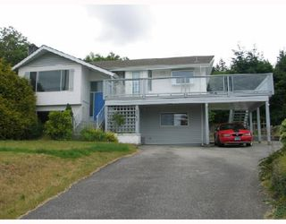 Photo 1: 5212 RADCLIFFE Road in Sechelt: Sechelt District House for sale (Sunshine Coast)  : MLS®# V653177
